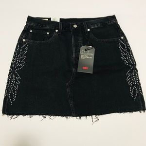 NWT Levi's black deconstructed skirt with metal 31